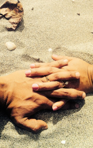 married hands unsplash