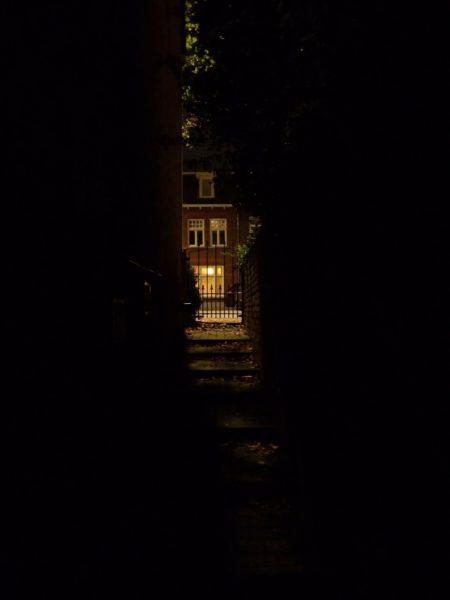 dark alley, hiding